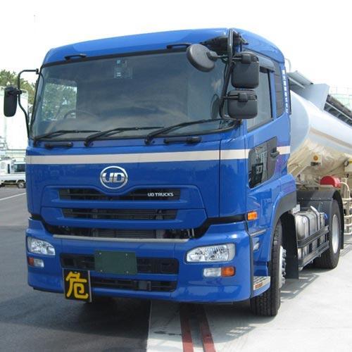 大型タンクローリー車 による配送